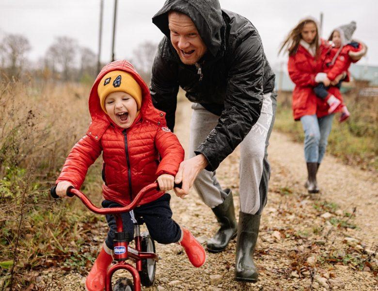 Mode enfant : la tendance du rouge chez les petites filles